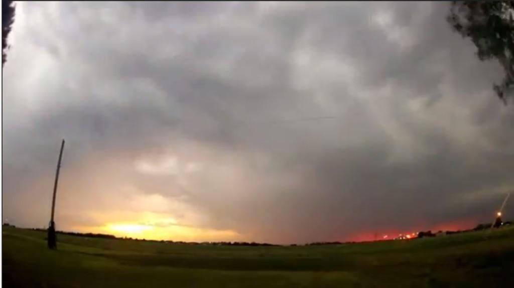 2015-03-22 01_31_32-Clip - Storm Cloud Formation - Multiple Time Lapses - April 23, 2014 - Deeyung E