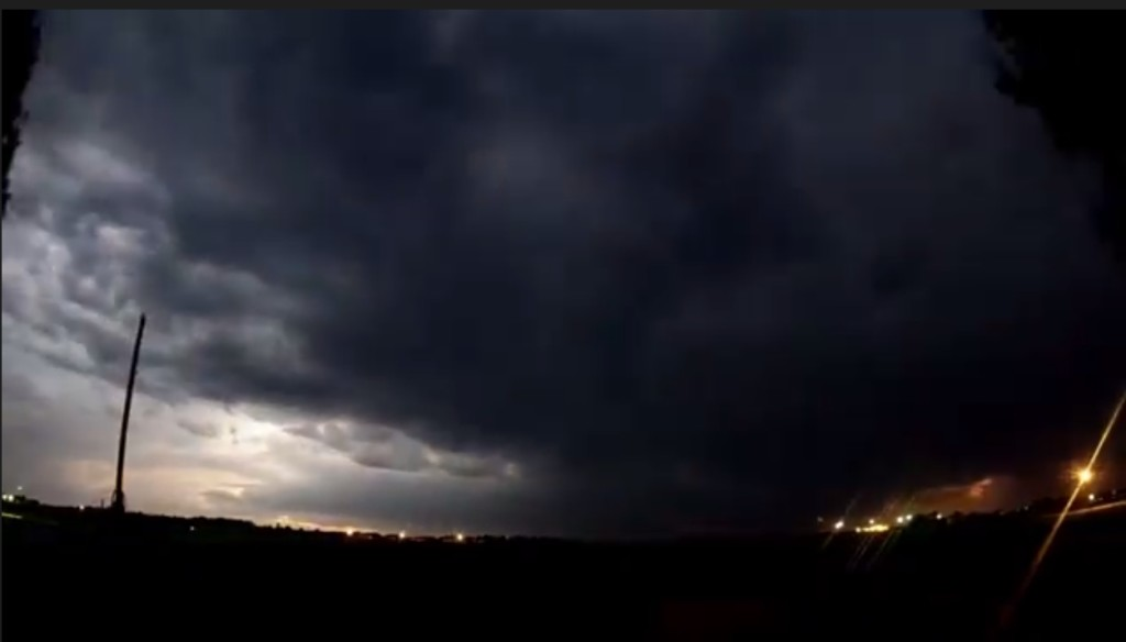 2015-03-22 01_32_01-Clip - Storm Cloud Formation - Multiple Time Lapses - April 23, 2014 - Deeyung E