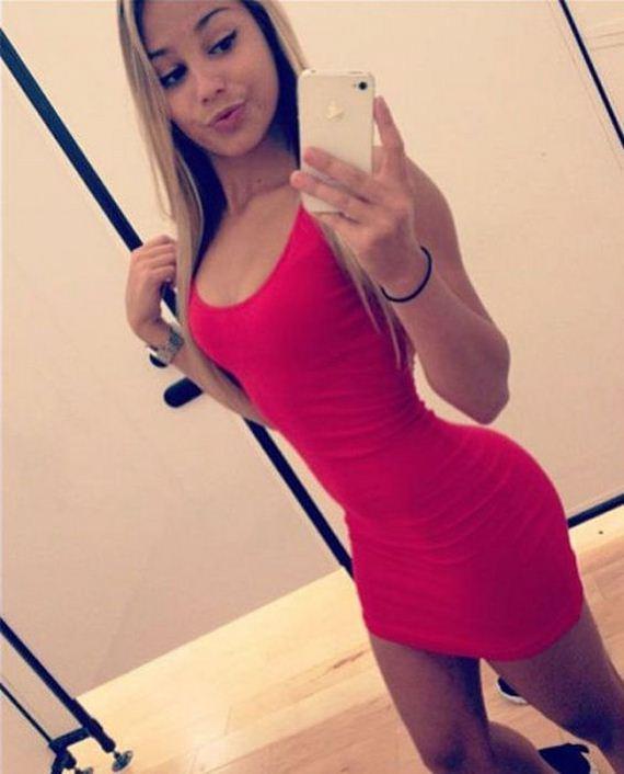 24-pretty_girls_in_tight_dresses_12
