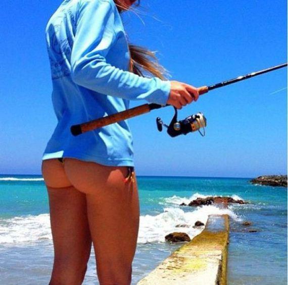 28-Hot-girls-fishing